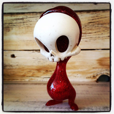 Hand_painted_red_glitter_mini_resin_skelve-brandt_peters_kathie_olivas-skelve-circus_posterus-trampt-273760m