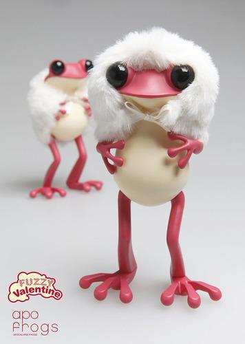Apo_frog_-_fuzzy_valentine-twelvedot-apo_frogs-twelvedot-trampt-274824m