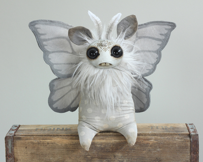 Silver_moth-bunny-amanda_louise_spayd-dust_bunnies-amanda_louise_spayd-trampt-279337m
