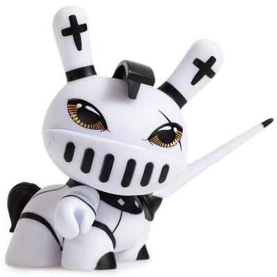 Shah_mat_dunny_chess_-_knight_white-otto_bjornik-dunny-kidrobot-trampt-281087m