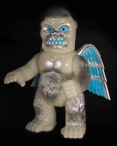 Wing_kong_-_glowing_gorilla_sdcc_16-brian_flynn_super7-winged_kong-super7-trampt-281968m