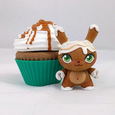 Pumpkin_spice_latte-mj_hsu-dunny-kidrobot-trampt-286542m