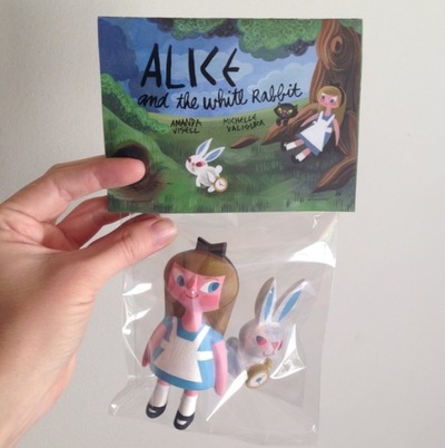 Alice_and_the_white_rabbit-amanda_visell_michelle_valigura-alice_and_the_white_rabbit-switcheroo-trampt-287607m