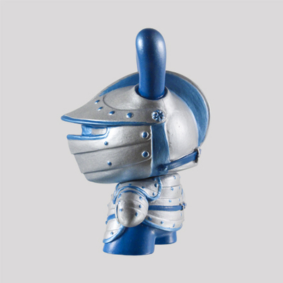 Winter_knight-fiona_ng_darthasterisk-dunny-kidrobot-trampt-287615m