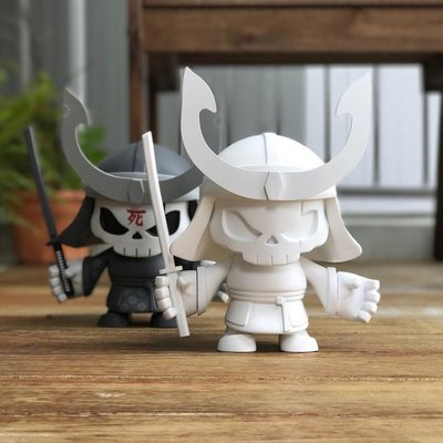 Skullhead_blank-huck_gee_jon-paul_kaiser-skullhead_samurai-pobber_toys-trampt-287707m