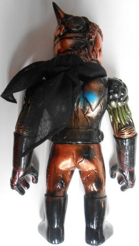 Chaosman_no_1_black_molding__dotsutsumi__meta_blue_gold__black_eye__black_muffler-mori_katsura-chaos-trampt-288626m