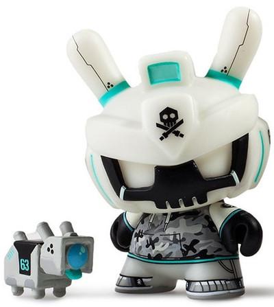 Armd__dangerous_white-quiccs-dunny-kidrobot-trampt-289161m