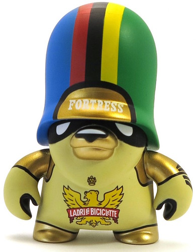 Ladri_di_biciclette_artoyz_variant-flying_frtress-teddy_troops-artoyz-trampt-289598m