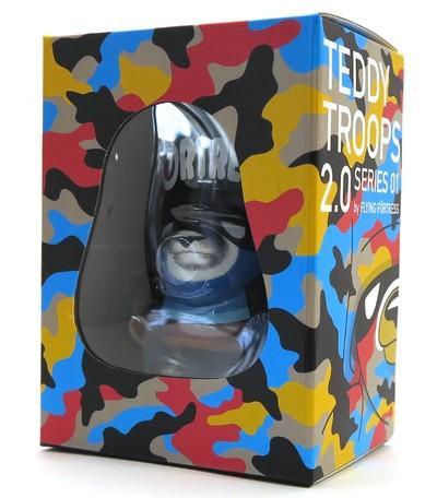 Spray_trooper_artoyz_variant-flying_frtress-teddy_troops-artoyz-trampt-289605m