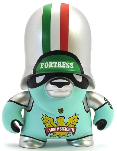 Ladri_di_biciclette-flying_frtress-teddy_troops-artoyz-trampt-289620m