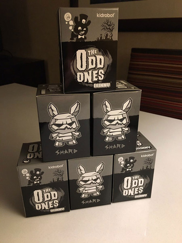 The_odd_ones_-_shard_frost-scott_tolleson-dunny-kidrobot-trampt-290066m
