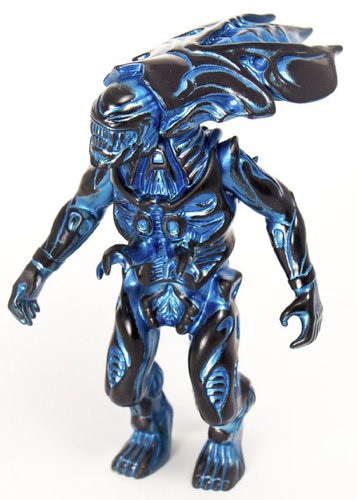 Alien_queen_-_metallic_blue_sdcc_17-secret_base_super7-alien-secret_base-trampt-290224m