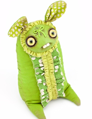 Lime_ruffles-amanda_louise_spayd-dust_bunnies-self-produced-trampt-290384m