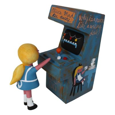 Alices_mad_tea_party_arcade_set-amanda_visell_michelle_valigura-arcade_machine-switcheroo-trampt-290607m