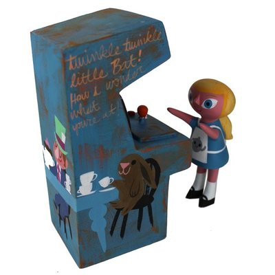 Alices_mad_tea_party_arcade_set-amanda_visell_michelle_valigura-arcade_machine-switcheroo-trampt-290608m