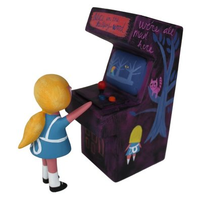 Alice_in_the_tugley_wood_arcade_set-amanda_visell_michelle_valigura-arcade_machine-switcheroo-trampt-290611m