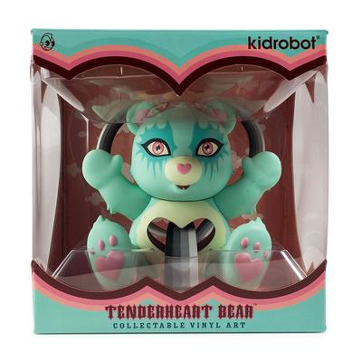 Tenderheart_care_bear-tara_mcpherson-care_bear-kidrobot-trampt-291613m