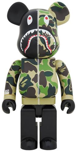 1000_full_green_camo_shark_berbrick-bape_a_bathing_ape-berbrick-medicom_toy-trampt-291896m