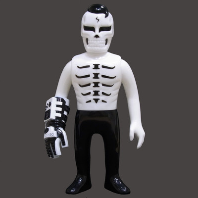 Guy_2_gaitsu_-_white-punk_drunkers_skull_toys_takeuchi_yu-gaitsu-punk_drunkers-trampt-292007m