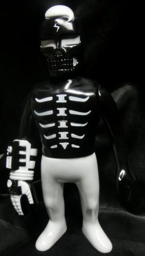 Guy_2_gaitsu_-_black-punk_drunkers_skull_toys_takeuchi_yu-gaitsu-punk_drunkers-trampt-292010m