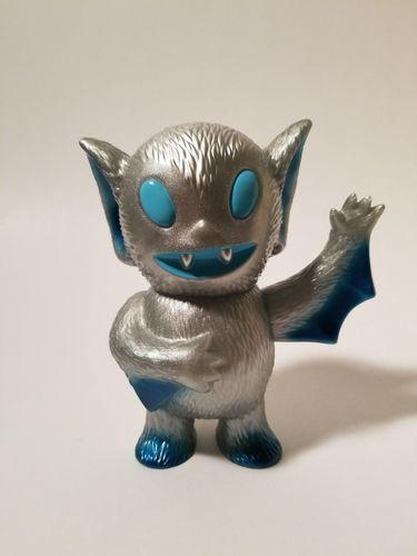 Silver_bat_boy-brian_flynn-bat_boy-super7-trampt-292023m