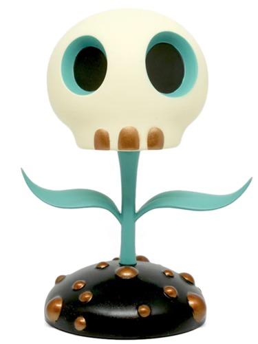 12_blue_skull_flower-tara_mcpherson-skull_flower-toyqube-trampt-292475m