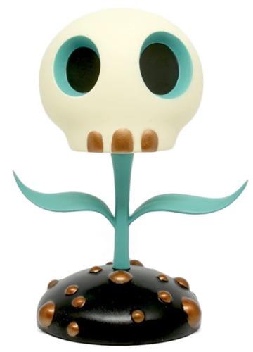 5_blue_skull_flower-tara_mcpherson-skull_flower-toyqube-trampt-292476m