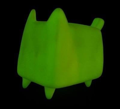 Diy_boxcat_glow_by_rato_kim-rato_kim-boxcat-discordia_merchandising-trampt-293055m