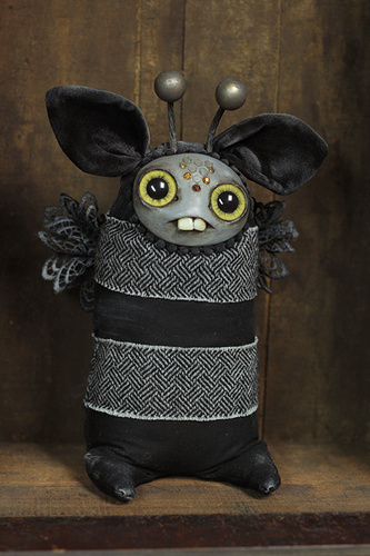 Black_honey_bumble-amanda_louise_spayd-mixed_media-trampt-293159m