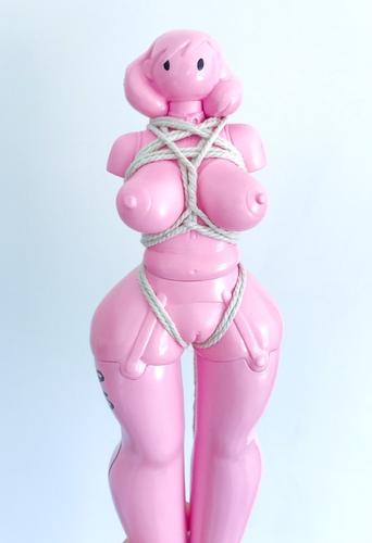 Fang_gal_-_play_fang_pink_edition-ashley_wood_siuyin-fang_gal-threea_3a-trampt-293163m