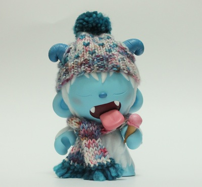 Never_too_cold_for_ice_cream-beaniebat-munny-trampt-293252m