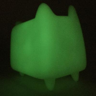 Diy_boxcat_glow_by_rato_kim-rato_kim-boxcat-discordia_merchandising-trampt-293489m