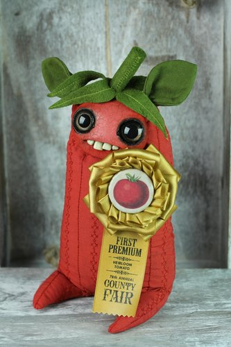 Prize_tomato-amanda_louise_spayd-mixed_media-trampt-294033m