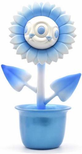 Blue_ice_shocking_sunflower_ronnie-ron_english-shocking_sunflower-made_by_monsters-trampt-295457m