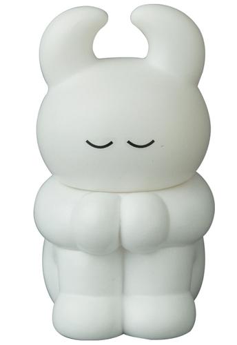 White_thinking_uamou_sleeping-uamou_ayako_takagi-vag_vinyl_artist_gacha-medicom_toy-trampt-295691m