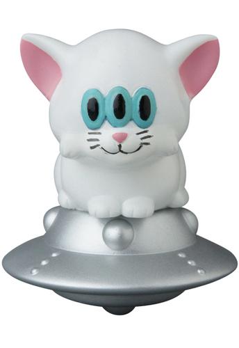 White_calm_cat_ufo-art_junkie-vag_vinyl_artist_gacha-medicom_toy-trampt-297286m