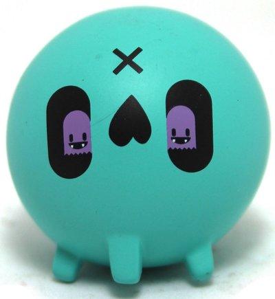 Blue_skull-nicky_davis-skull-martian_toys-trampt-298337m