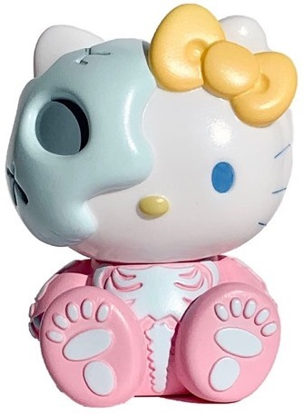 Pink_hello_kitty_skull_sb-balzac_sanrio_secret_base-hello_kitty_x_balzac-secret_base-trampt-298537m