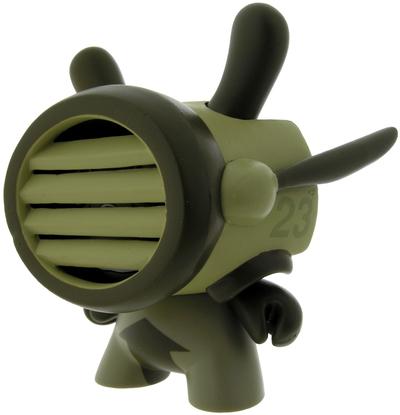 D23-damon_soule-dunny-kidrobot-trampt-298926m