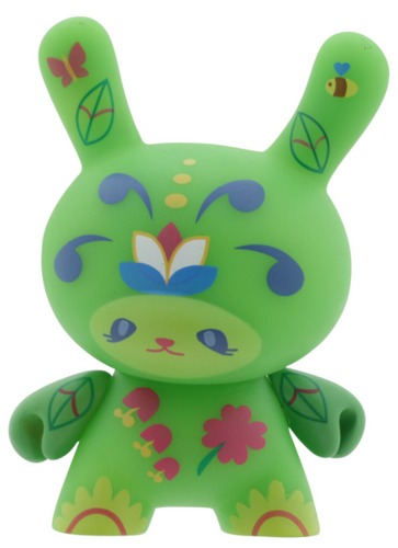 Flora-sneaky_raccoon_anna_mullin-dunny-kidrobot-trampt-298966m