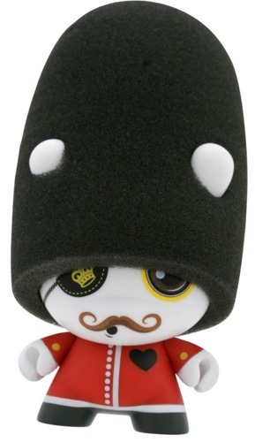 Queens_guard-john_mcfaul-dunny-kidrobot-trampt-299042m