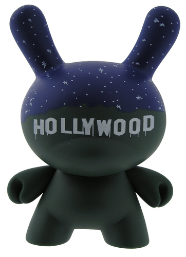Hollywood-chad_phillips-dunny-kidrobot-trampt-299139m