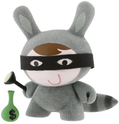 Raccoon-michelle_valigura-dunny-kidrobot-trampt-299205m