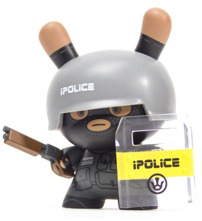 Officer_steve_-_urban_pacification_unit-huck_gee-dunny-kidrobot-trampt-299278m