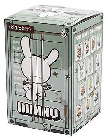 Pretty_entertainment_girl_-_model_a-huck_gee-dunny-kidrobot-trampt-299338m