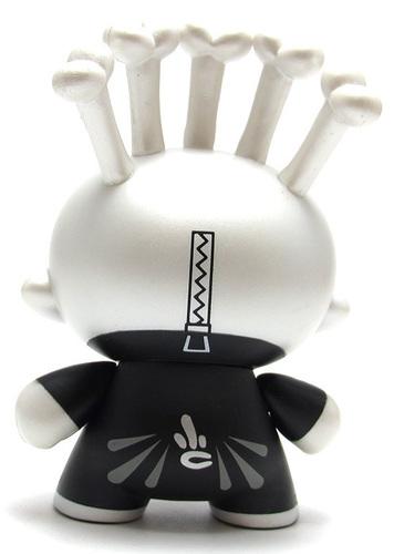 Skeleton_costume-scribe-dunny-kidrobot-trampt-299357m