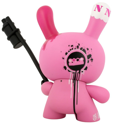 Tag_team_-_pink-tristan_eaton-dunny-kidrobot-trampt-299498m