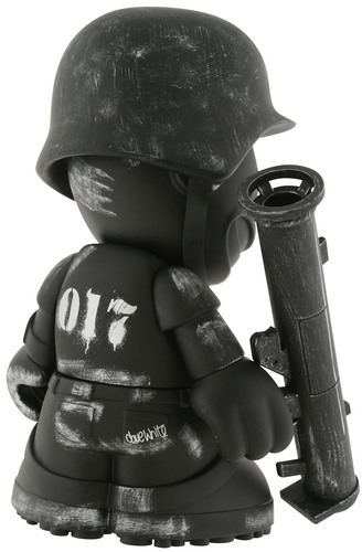 Sgt_robot_army_black_-_kidrobot_17-dave_white-kidrobot_mascot-kidrobot-trampt-299717m