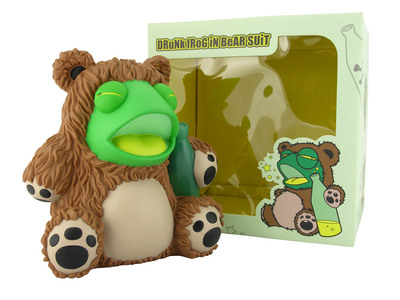 Drunk_frog_in_bear_suit-tnes-drunk_frog_in_bear_suit-kidrobot-trampt-299807m