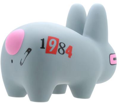 Smorkin_labbit_10_-_1984-frank_kozik-labbit-kidrobot-trampt-300152m